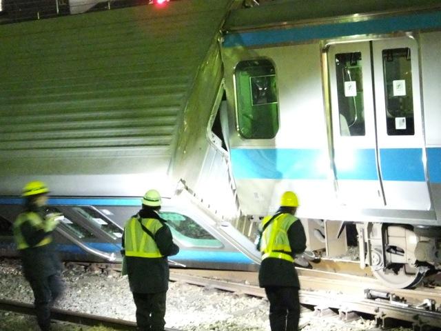 京浜東北線川崎駅 電車脱線横転事故